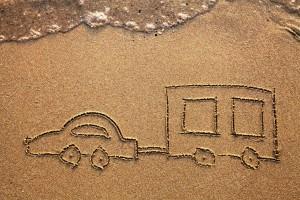 Wohnwagen-im-Sand
