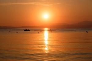 Jetskiing im Sonnenuntergang