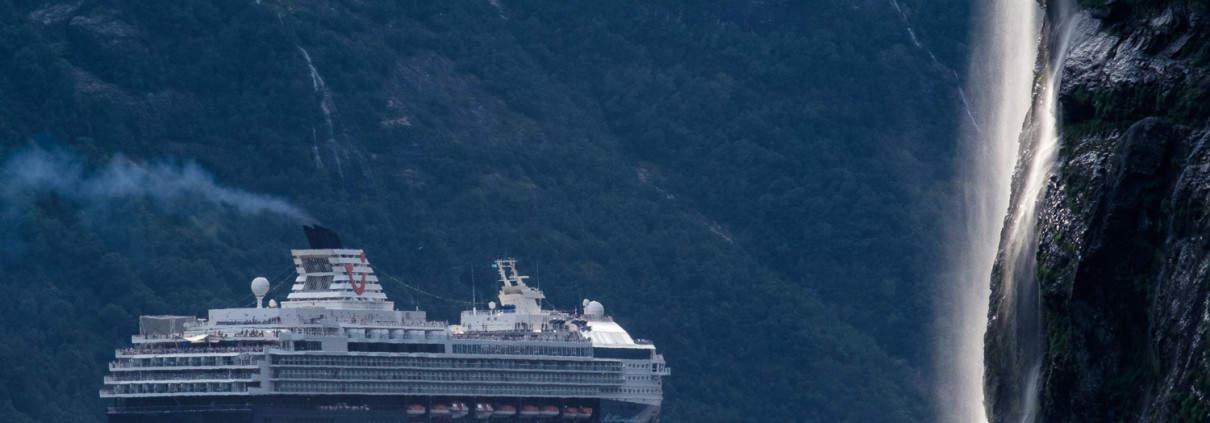 TUI Mein Schiff 1 im Geirangerfjord