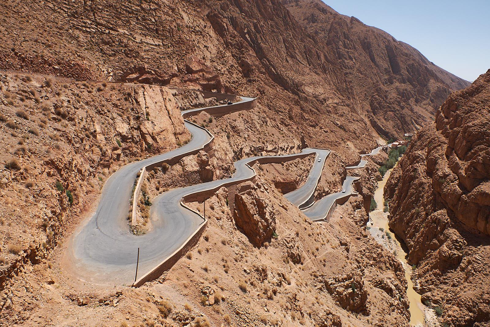 Serpentinen in der Dades-Schlucht, Marokko